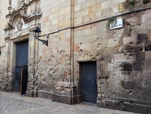 スペイン内戦の銃弾が残る「サン・フィリッポ・ネリ広場」