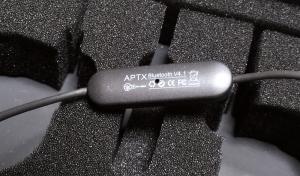 JPRiDEのQCY QY11。操作部裏に技適マーク表示あり