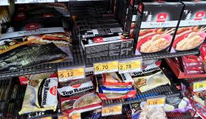 日本食コーナーもあった。のり巻きセットも売っていたが、米が欧州のパサパサの米のようでどう見ても美味しそうではなかった(^^;)