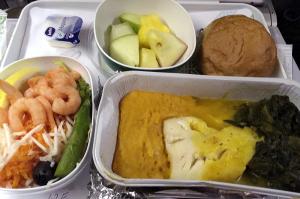 アリタリア航空、帰りのシーフード特別食。行きよりもレベルが落ちている...