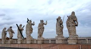 サン・ピエトロ大聖堂の天井にある彫刻もこんなに間近で見られる。でも裏側までは彫刻されていない...