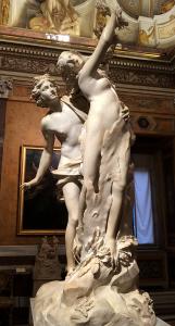 こちらはベルニーニの「アポロンとダフネ」