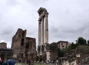 入口からは奥になる場所にある「カストルとポルックスの神殿」