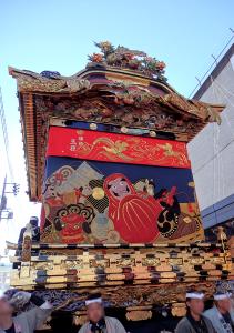 達磨の刺繍が特長的な本町屋台