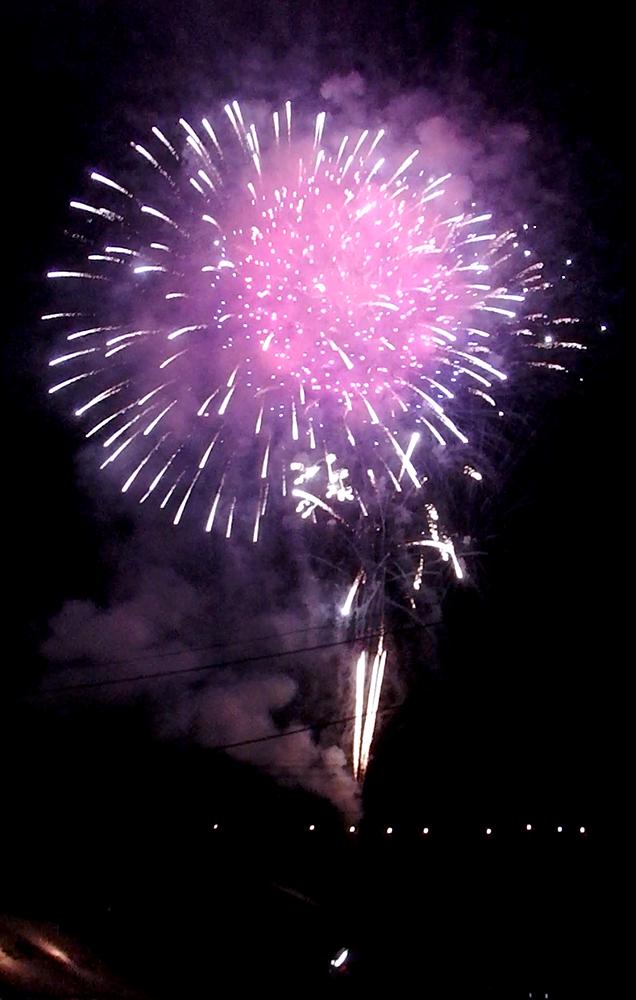 西武秩父駅近くから見た花火