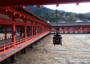 厳島神社を回る