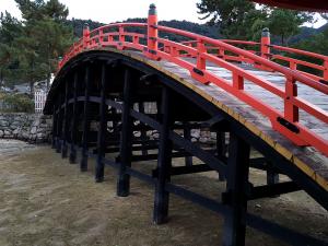 厳島神社から見た橋