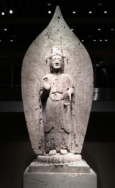 菩薩立像。中国・北斉時代552年(重要文化財)