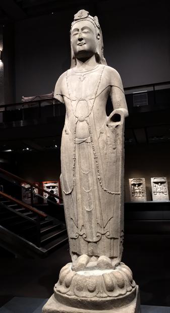 観音菩薩立像。中国・隋時代585年