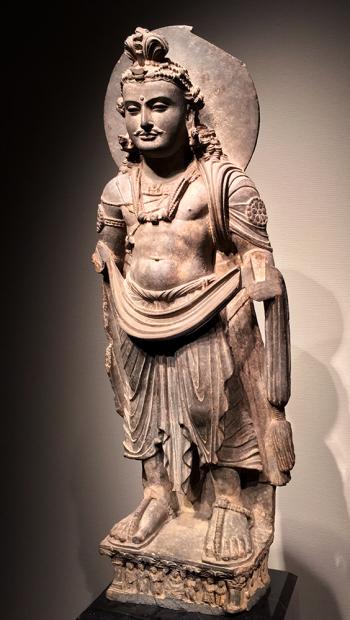 菩薩立像。パキスタン・ガンダーラ2世紀