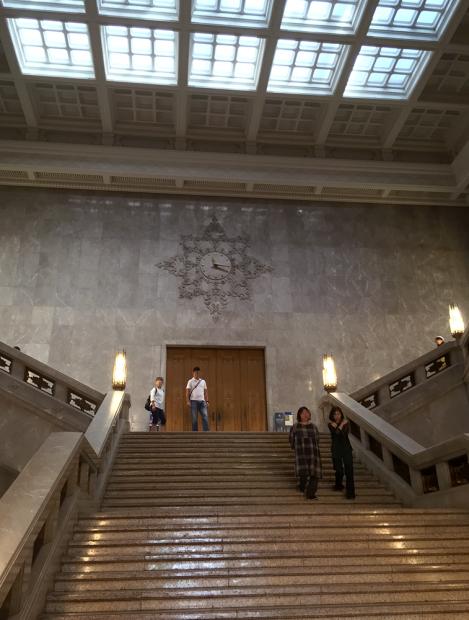 入ってすぐの、この階段が有名らしい