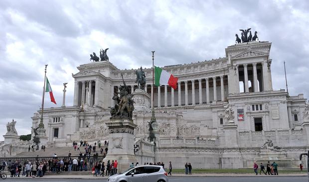 ローマのエマヌエーレ2世記念堂(補正前)