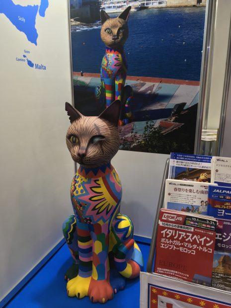 最近できたと言うマルタのネコのオブジェのレプリカ