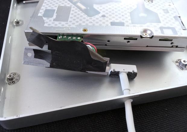 USBケーブルを本体から外す