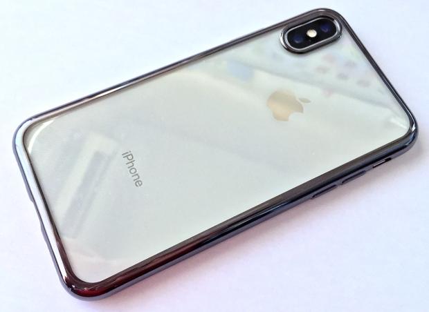 液晶保護フィルムとケースを着けた「iPhone X」