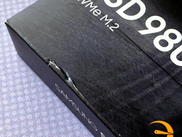 「Amazon」の梱包が簡易なのでパッケージに破損が数ヶ所あった